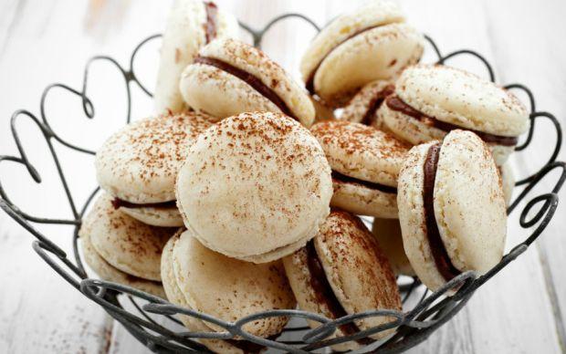 https://yemek.com/tarif/cikolata-dolgulu-makaron/   Çikolata Dolgulu Makaron Tarifi