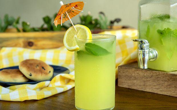 https://yemek.com/tarif/ev-yapimi-limonata/ | Ev Yapımı Limonata Tarifi