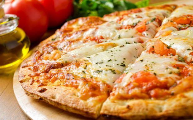https://yemek.com/tarif/pizza-margarita/   Pizza Margherita Tarifi