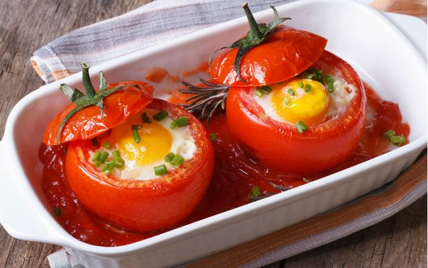 https://yemek.com/tarif/yumurtali-domates-dolmasi/#.V1E0b5GLTIU | Yumurtalı Domates Dolması