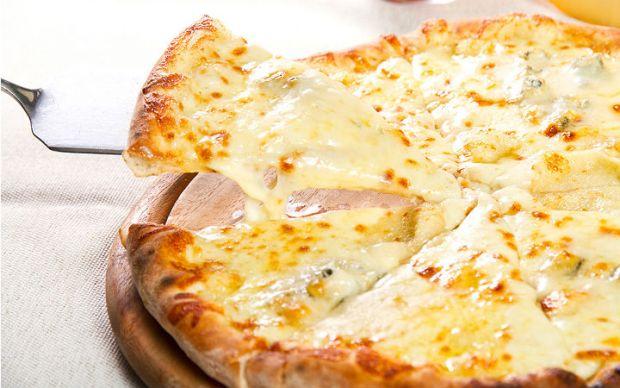 https://yemek.com/tarif/peynirli-pizza/ | Peynirli Pizza Tarifi
