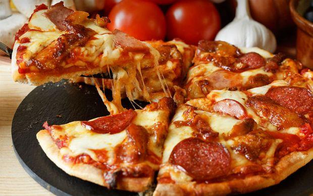 https://yemek.com/tarif/sucuklu-pizza | Sucuklu Pizza Tarifi