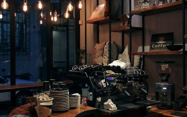 http://oldmag.net/2015/01/10/old-java-coffee-galata/   oldmag - galata mekanları
