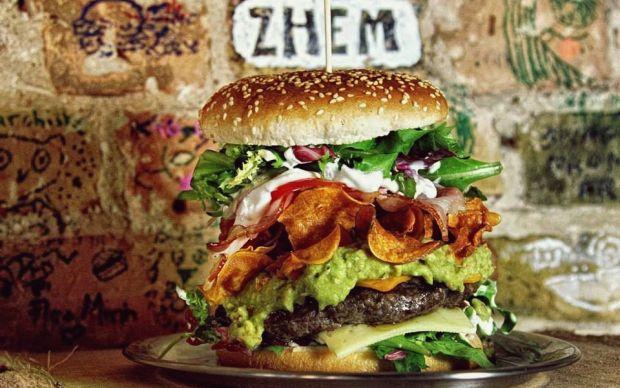 https://myplusonenet.wordpress.com/2013/11/04/5-quick-lunches-in-berlin/   myplusonenet - berlin burger