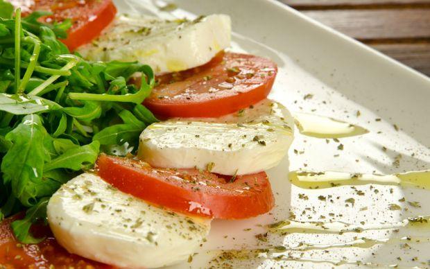 https://yemek.com/tarif/caprese-salatasi/ | Caprese Salatası Tarifi