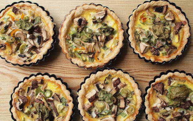 https://yemek.com/tarif/mantarli-yesil…li-tartolet/ | Mantarlı ve Yeşil Soğanlı  Tartolet Tarifi