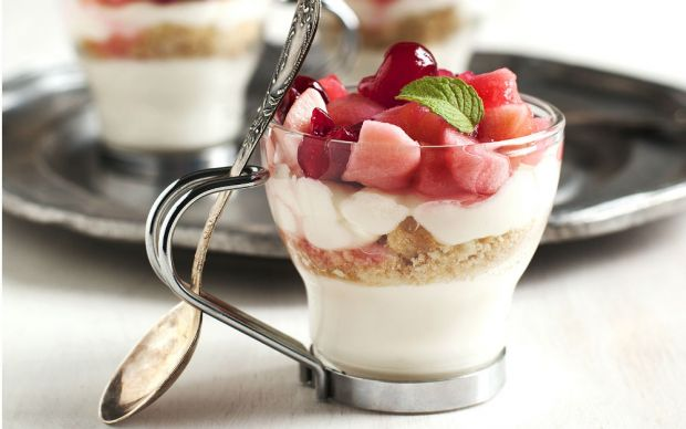 https://yemek.com/tarif/meyveli-dondurmali-cheesecake/ | Meyveli Dondurmalı Cheesecake Tarifi