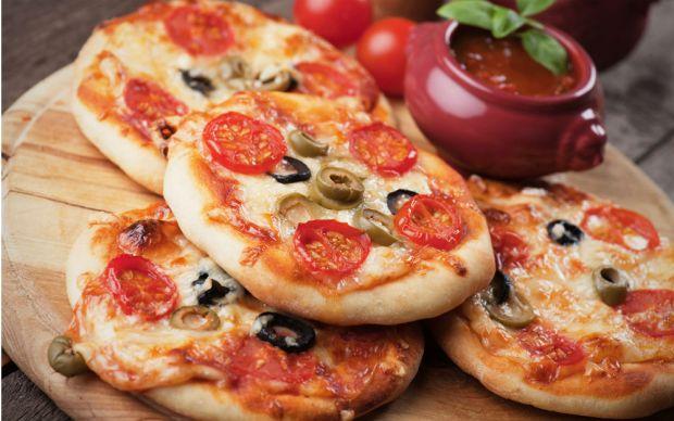 https://yemek.com/tarif/mini-pizza/ | Mini Pizza Tarifi