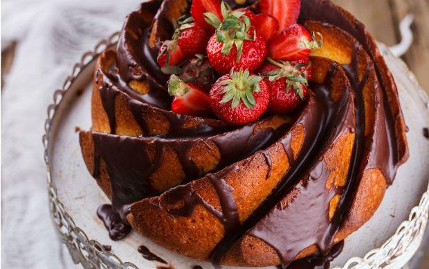 https://yemek.com/tarif/cikolata-soslu-kek/ | Çikolata Soslu Kek Tarifi