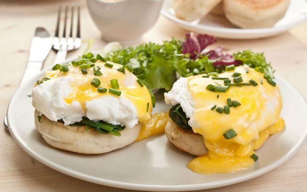 https://yemek.com/tarif/eggs-florentine/   Eggs Florentine Tarifi