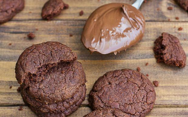 https://yemek.com/tarif/uc-malzemeli-nutellali-kurabiye/#.V06W4JGLTIU   Üç Malzemeli Nutellalı Kurabiye