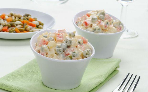https://yemek.com/tarif/amerikan-salatasi/ | Amerikan Salatası Tarifi