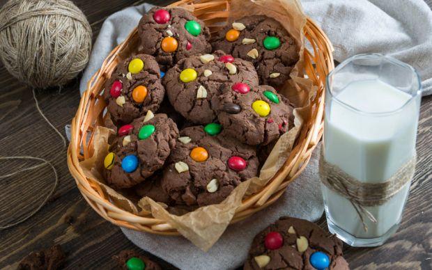 https://yemek.com/tarif/cikolatali-bonibonlu-kurabiye/   Çikolatalı Bonibonlu Kurabiye Tarifi