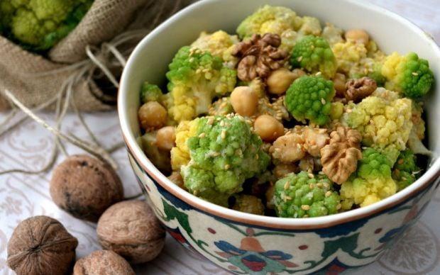 https://yemek.com/tarif/nohutlu-romanesco-salatasi/#.WACaGeCLTIV | Nohutlu Romanesco Salatası Tarifi