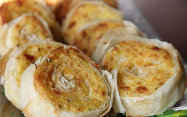https://yemek.com/tarif/patatesli-rulo-börek/ | Patatesli Rulo Börek Tarifi