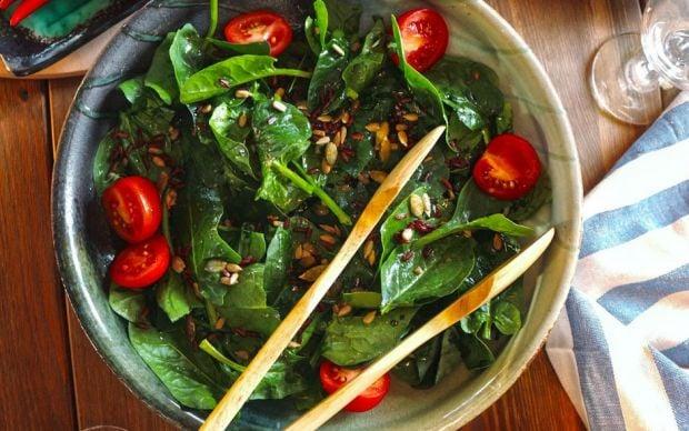 https://yemek.com/tarif/ispanak-salatasi/ | Ispanak Salatası Tarifi
