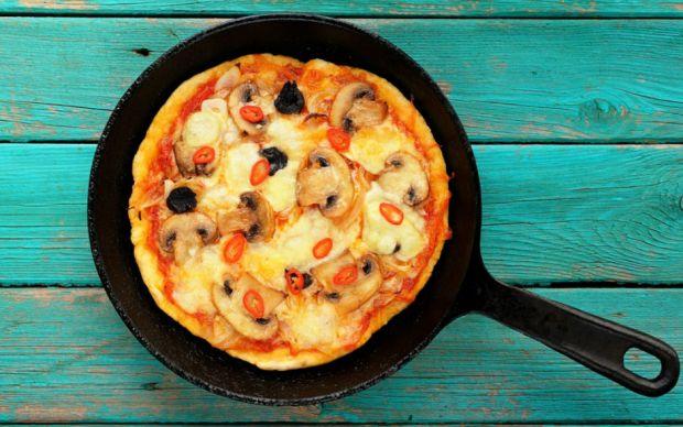 https://yemek.com/tarif/tavada-pizza/ | Tavada Pizza Tarifi