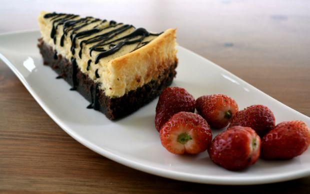 https://yemek.com/tarif/brownie-cheesecake/    Brownie Cheesecake Tarifi