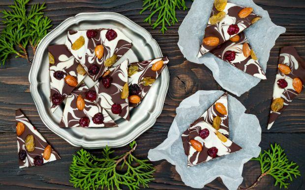 https://yemek.com/tarif/ev-yapimi-cikolata/    Ev Yapımı Çikolata