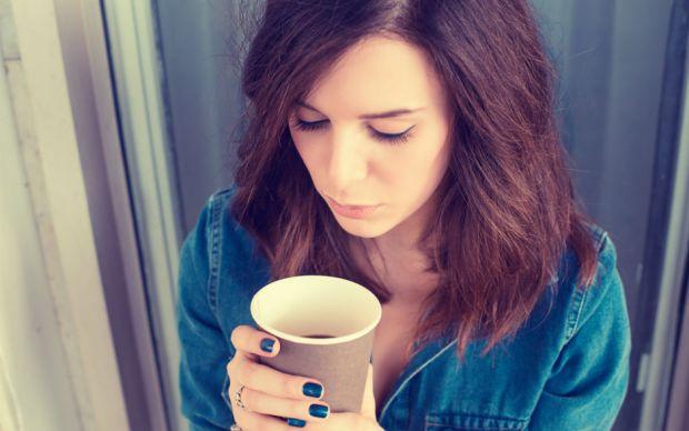 kahve-icen-kadin