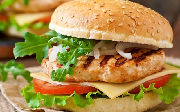 https://yemek.com/tarif/ev-yapimi-tavuk-burger   Ev Yapımı Tavuk Burger Tarifi