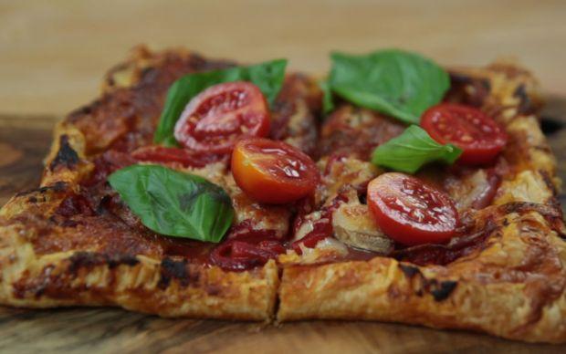 https://yemek.com/tarif/kare-pizza   Milföy Kare Pizza Tarifi