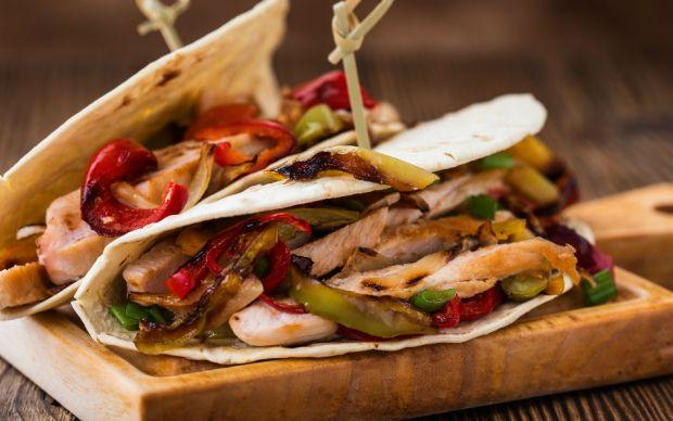 https://yemek.com/tarif/tavuklu-acili-taco/ | Tavuklu Acılı Taco Tarifi