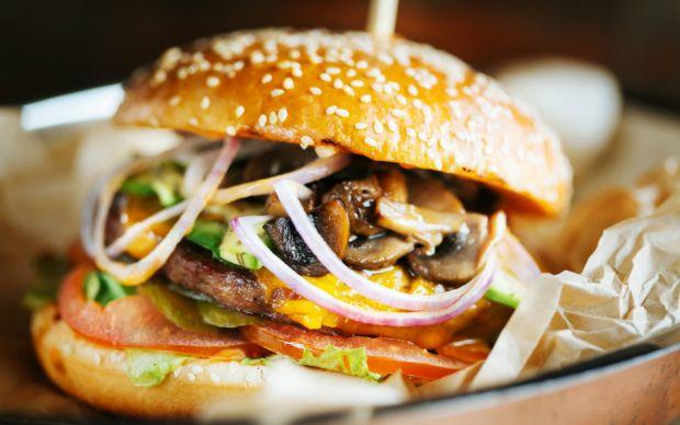 https://yemek.com/tarif/ev-yapimi-mantarli-burger | Ev Yapımı Mantarlı Burger Tarifi