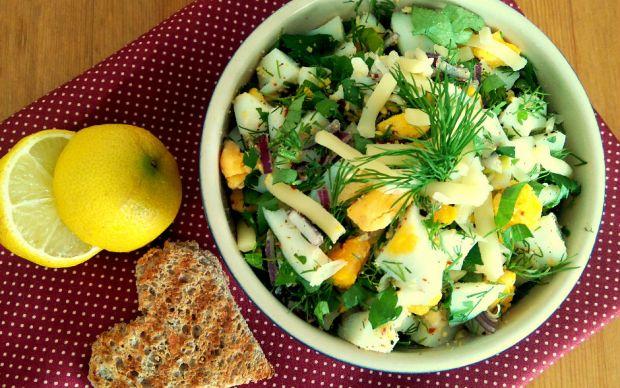https://yemek.com/tarif/kasarli-yumurta-salatasi/   Kaşarlı Yumurta Salatası Tarifi