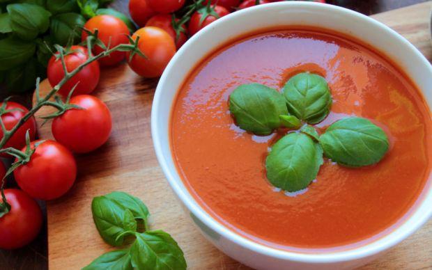 https://yemek.com/tarif/kozlenmis-domates-corbasi/ | Közlenmiş Domates Çorbası Tarifi