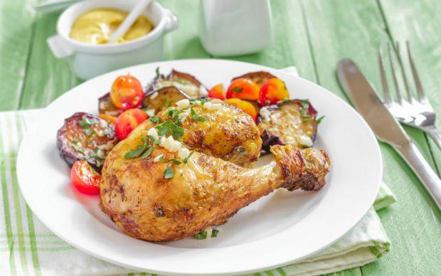 https://yemek.com/tarif/firinda-patlicanli-tavuk-but/ | Fırında Patlıcanlı Tavuk But Tarifi