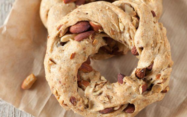 https://yemek.com/tarif/bademli-gevrek-kurabiye| Bademli Gevrek Kurabiye Tarifi