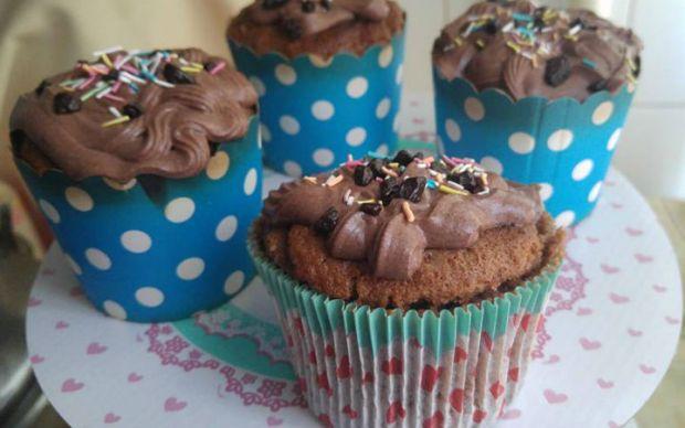 https://yemek.com/tarif/kakaolu-damla-cikolatali-cupcake   Kakaolu Damla Çikolatalı Cupcake Tarifi
