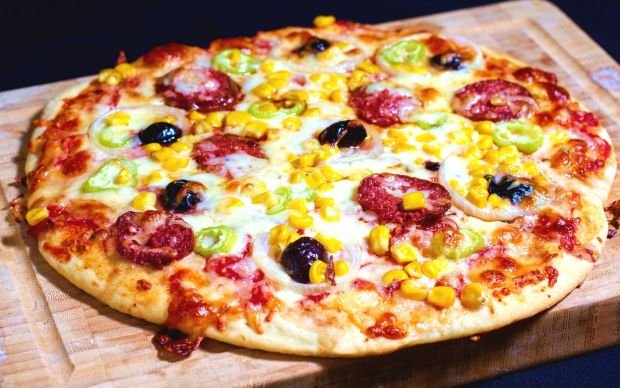 https://yemek.com/tarif/ev-usulu-pizza/ | Ev Usulü Pizza Tarifi