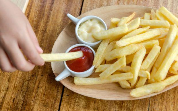 patates-kizartmasini-bitirdi-bicaklandi-one-cikan