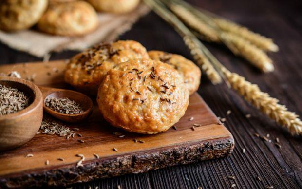 https://yemek.com/tarif/parmesanli-baharatli-kurabiye/   Parmesanlı Baharatlı Kurabiye Tarifi