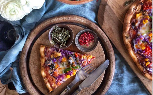 https://yemek.com/tarif/mor-lahanali-pizza   Mor Lahanalı Pizza Tarifi