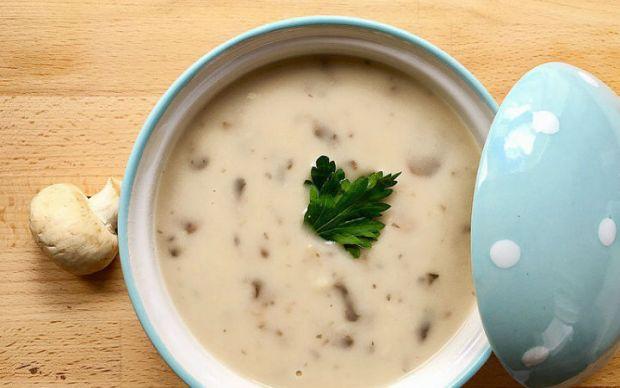 https://yemek.com/tarif/sutlu-mantar-corbasi-2/ | Sütlü Mantar Çorbası Tarifi