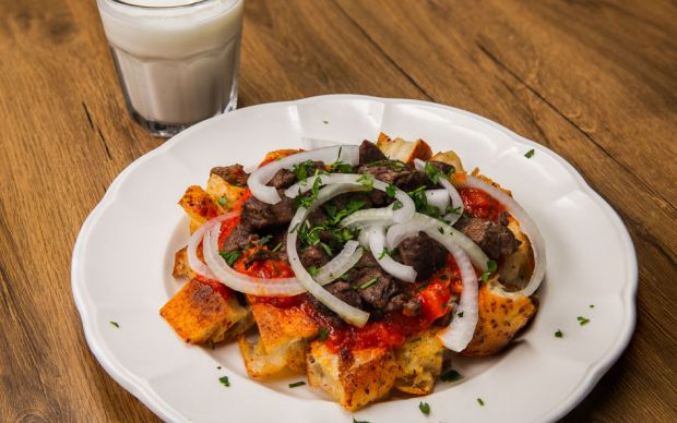 https://yemek.com/tarif/bayat-pide-kebabi/ | Bayat Pide Kebabı