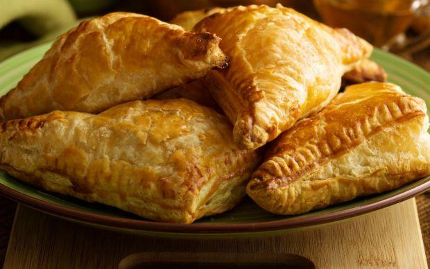 https://yemek.com/tarif/patatesli-milfoy-boregi/ | Patatesli Milföy Böreği Tarifi
