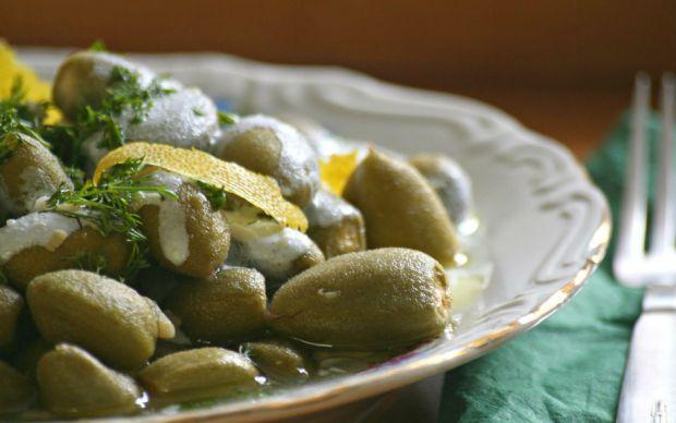 https://yemek.com/tarif/yogurtlu-ve-zeytinyagli-cagla   Yoğurtlu ve Zeytinyağlı Çağla Tarifi