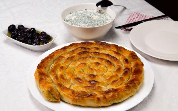 Naneli Soğuk Çorba ve Tepsi Böreği Tarifi