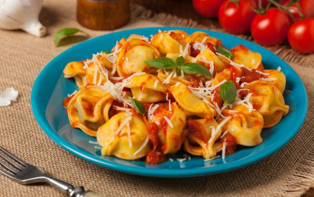 https://yemek.com/tarif/domates-soslu-tortellini/   Domates Soslu Tortellini Tarifi