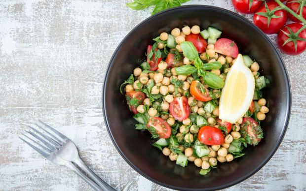https://yemek.com/tarif/nar-eksili-nohut-salatasi/   Nar Ekşili Nohut Salatası Tarifi