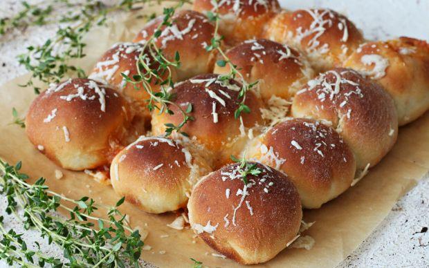 https://yemek.com/tarif/taze-kekikli-peynirli-corek/ | Taze Kekikli Peynirli Çörek Tarifi