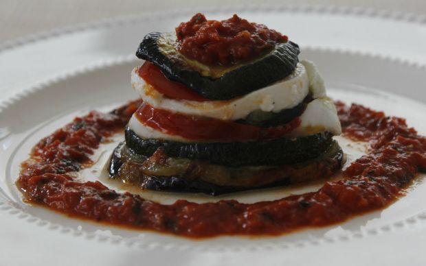 https://yemek.com/tarif/mozzarella-peynirli-sebze-katlari/   Mozzarella Peynirli Sebze Katları Tarifi