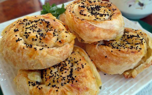 https://yemek.com/tarif/patatesli-gul-boregi/ | Patatesli Gül Böreği Tarifi