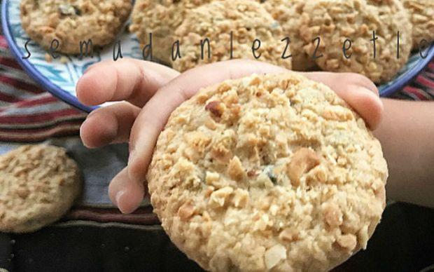https://yemek.com/tarif/yulafli-cranberryli-biskuvi/ | Yulaflı Cranberry'li Bisküvi Tarifi