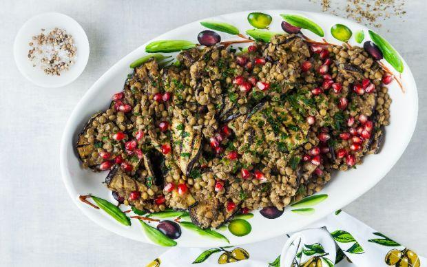 https://yemek.com/tarif/patlicanli-yesil-mercimek-salatasi/ | Patlıcanlı Yeşil Mercimek Salatası Tarifi
