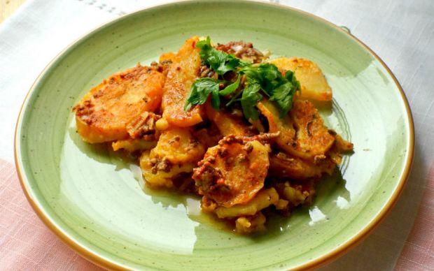 https://yemek.com/tarif/patates-musakka/ | Patates Musakka Tarifi